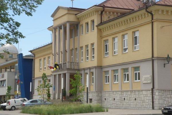 Handlovská radnica.