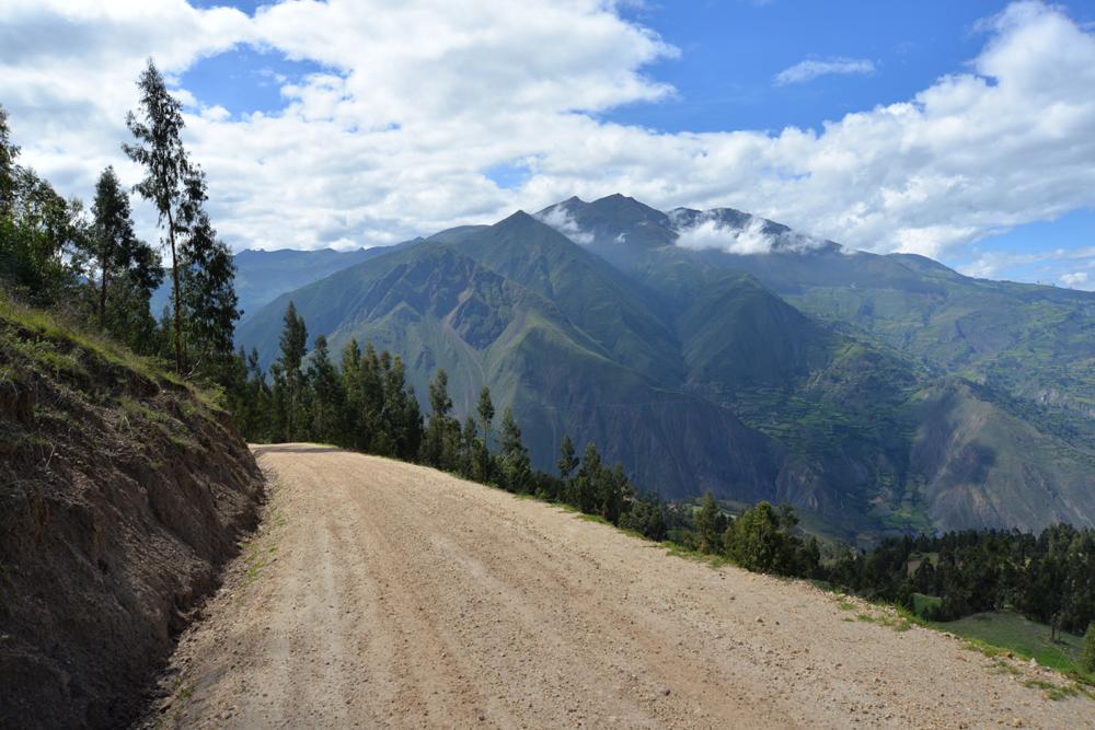 Zjazd z nadmorskej výšky 3 600 metrov do doliny v Peru.