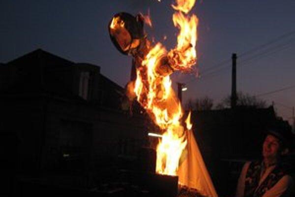 S Morenou spálili aj symbolické problémy.