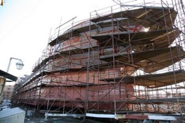 Výroba jednej z posledných lodí v Komárne.