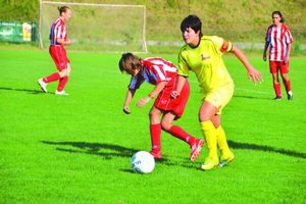 K. Andrušková (v žltom) sa proti Diakovciam dokopy presadila až šesťkrát. (foto zo zápasu Lady Team BA – Union)