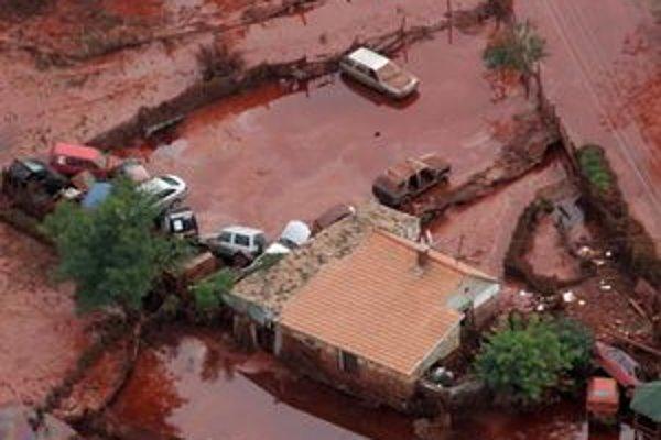 Vlani na jeseň sa červený kal rozlial z hlinikárne pri západomaďarskej Ajke po okolitých obciach. Časť kontaminovanej vody vtedy začala vtekať do Mošonského Dunaja. Škody u nás však nespôsobila.