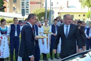 Prezidenta SR Andreja Kisku privítal primátor Martina Andrej Hrnčiar.