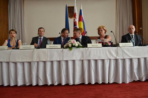 Tlačová konferencia po výjazdovom rokovaní vlády.