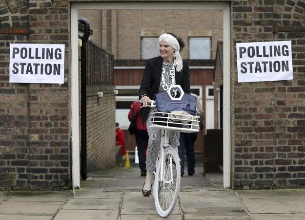Briti v referende rozhodujú o budúcnosti.