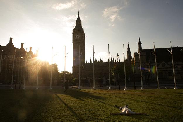 Británia sa zobudila do nového rána.