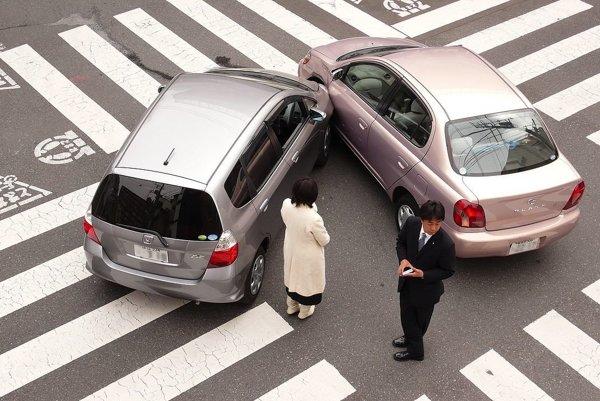 V niektorých prípadoch sa zrážke vyhnúť nedá. Podobné problémy budú musieť riešiť aj autonómne vozidlá.