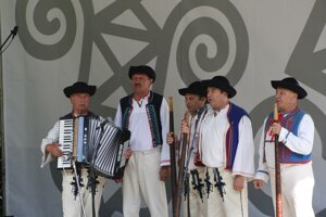 Folklórny súbor Hájiček z Chrenovca-Brusna.
