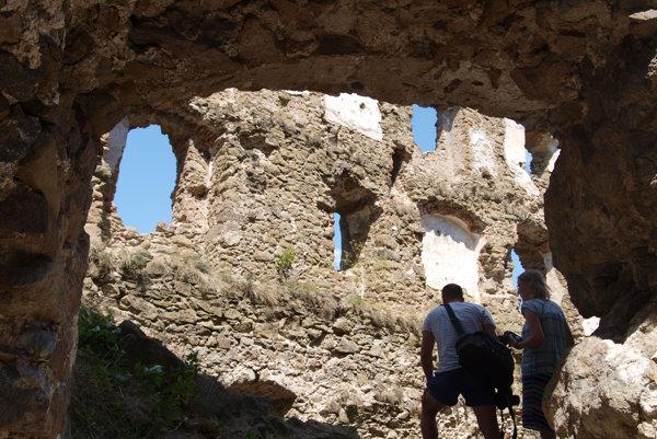 Hrad Šášov obnovuje združenie na jeho záchranu už roky.