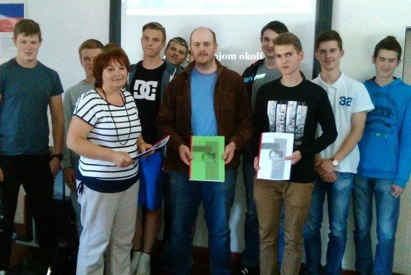 Účastníci seminára spolu s vyučujúcou R. Kolenovu a pracovníkom Kysuckého múzea M. Turócim.
