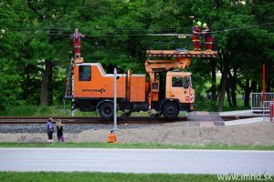 Oprava pokazenej elektirckovej trate v Petržalke.