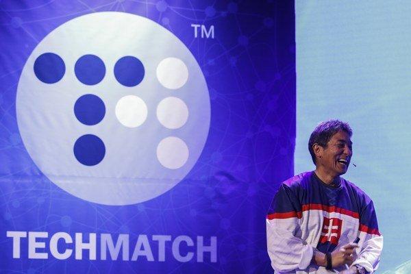 Guy Kawasaki počas svojej prednášky na konferencii TechMatch