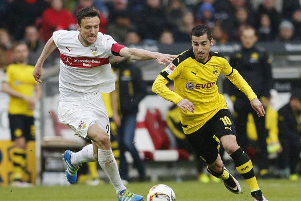Henrich Mchitarjan (vpravo) si už v budúcej sezóne dres Borussie Dortmund zrejme neoblečie.