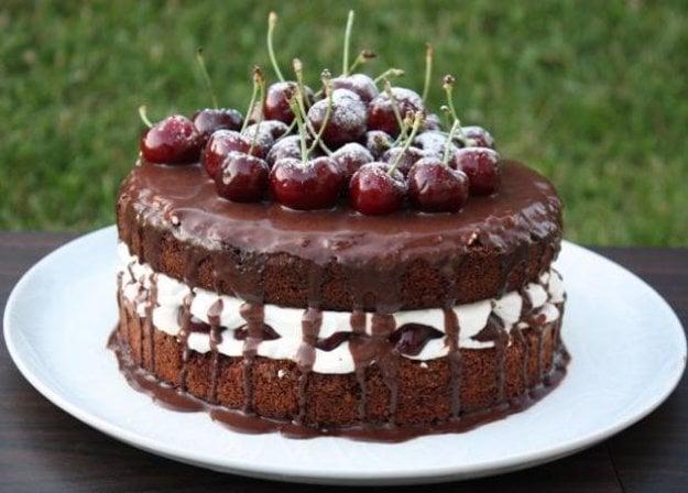 Extra čokoládová torta s čerešňami