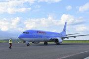 Lietadlo priváža dovolenkárov z Tel Avivu na novej charterovej linke z izraelského Tel Avivu na letisko Poprad-Tatry.