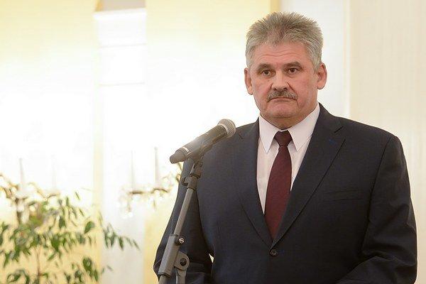 Minister práce Ján Richter dlhodobo čelí kritike za zlý stav sociálnych služieb na Slovensku.