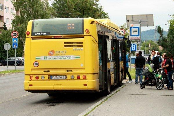 Jazdenie autobusom má svoju cenu a vytvára sa tlak na ceny od cestujúcich, ale aj od konkurencie.