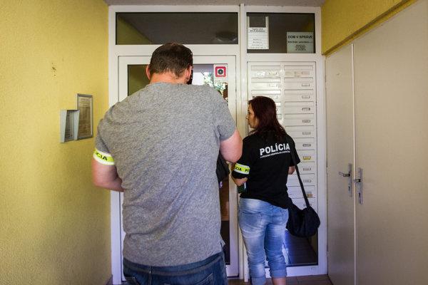 Policajná razia u Bašternáka.