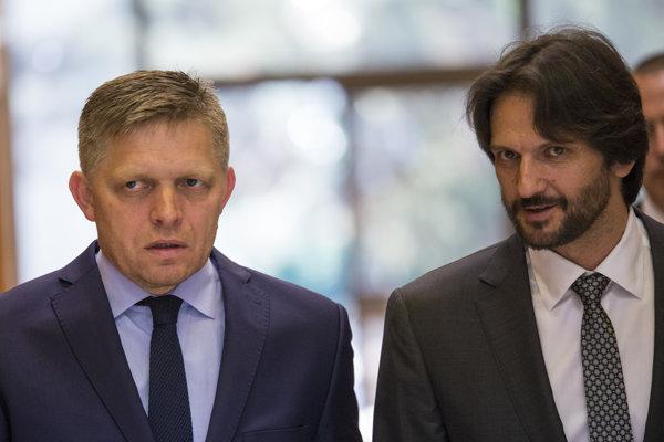 Ministra vnútra Roberta Kaliňáka koaliční partneri zatiaľ podržali.
