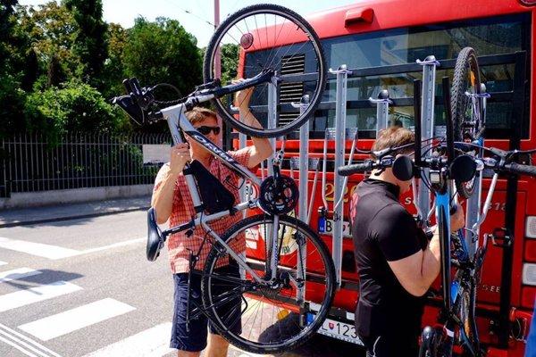 Autobus s nosičom na bicykle uľahčí z mesta prístup k Cyklomostu slobody (neoficiálne Chucka Norrisa) medzi rakúskym Schlosshofom a Devínskou Novou Vsou.