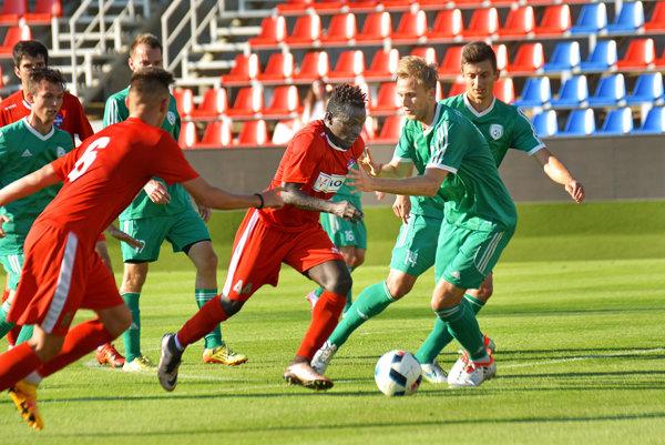 S loptou Guinejčan Pepe, novic v drese FC ViOn.
