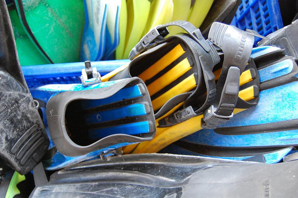 Pestrofarebná je aj potápačská výstroj, nielen podmorský život v Indonézii.