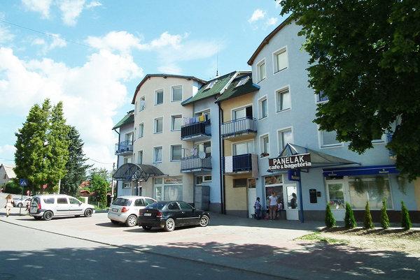 Dvojbytovka na Komenského ulici. Vyzerá ako jedna, no tvoria ju dva samostatné bytové domy.