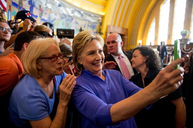 Hillary počas kampane v štáte Ohio - je si dobre vedomá potreby práce so sociálnymi sieťami.