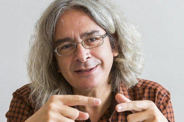 Nikos Georgantzis je profesorom experimentálnej ekonómie, v súčasnosti pôsobí na britskej University of Reading.