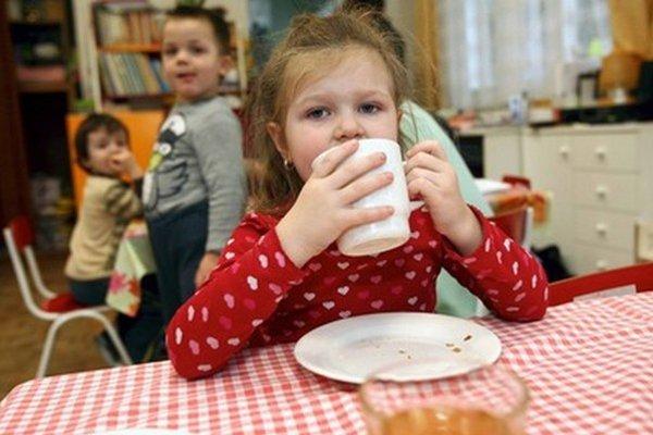 Umiestniť dieťa do materskej školy je na Slovensku naozaj veľký problém.