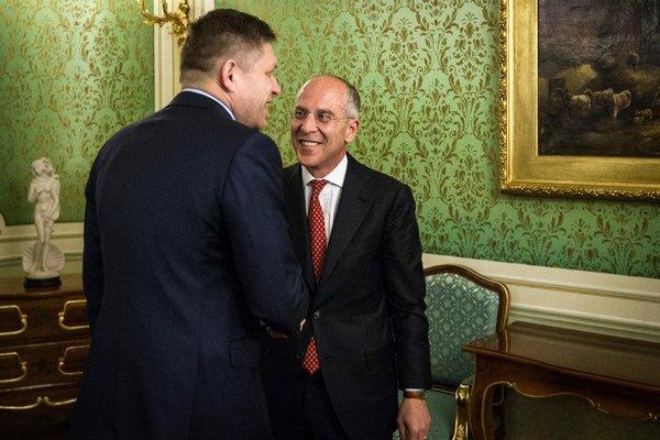 Predseda vlády Robert Fico a generálny riaditeľ Enelu Francesco Starace.