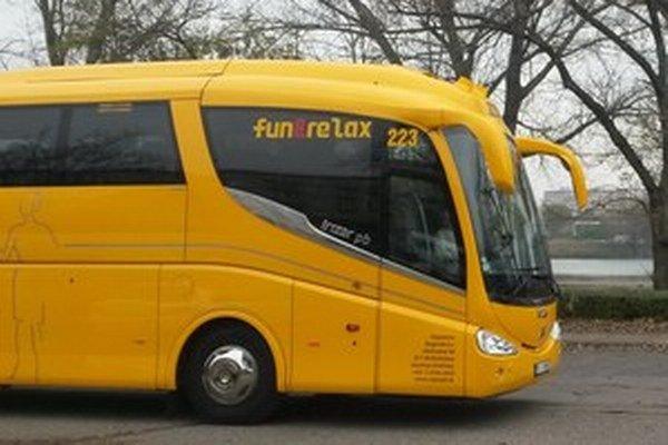 Žlté autobusy sa pod Duklu nedostanú.