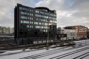 Panon Office začali stavať v roku 2008, dostavaný mal byť za rok, no nepodarilo sa. Všeobecná zdravotná poisťovňa (VšZP) bude za prenájom platiť 82 700 eur mesačne bez dane, čo pri nájme 11 eur za meter štvorcový vychádza na obsadenie takmer celej budovy. Panon Office by mal ponúkať asi šesťtisíc metrov štvorcových.