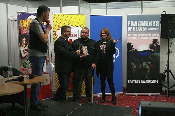 Celkovým víťazom súťaže Martinus Cena Fantázie 2015 sa stal Janko Iša (druhý sprava) s poviedkou Kladivák.