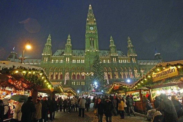 Vianočné trhy na Radničnom námestí vo Viedni