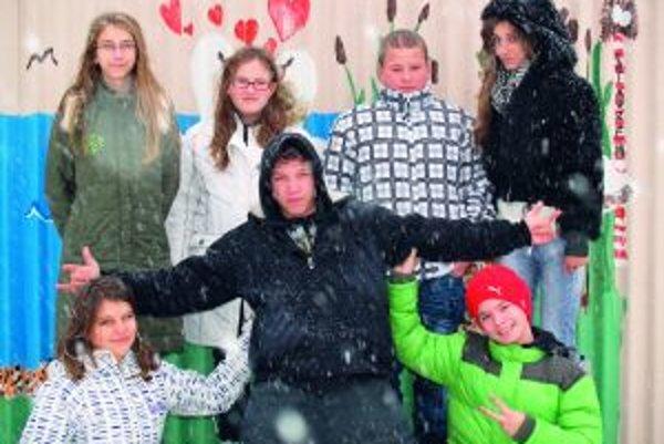 Zľava hore: Bibiana (12), Dominika (12), Aďo (12), Viktória (13)Zľava dole: Barborka (12), Miro (13), Andrej (14)