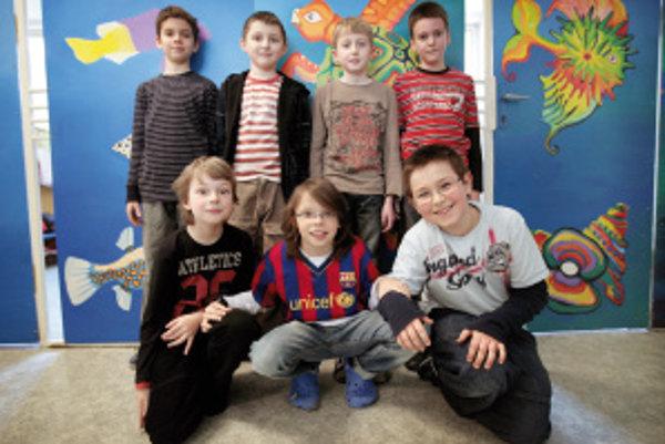 Horný rad: Maroš (10), Marek (10), Kubo (10), Jakub (10)Dolný rad: Patrik (11), Ivo (10), Sebastián (10)