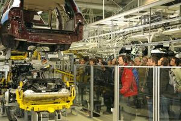 Študentom programu inžinier automobilového priemyslu chodia prednášať odborníci z výrobných závodov. Súčasťou je aj celodenná návšteva v bratislavskom závode Volkswagen Slovakia.