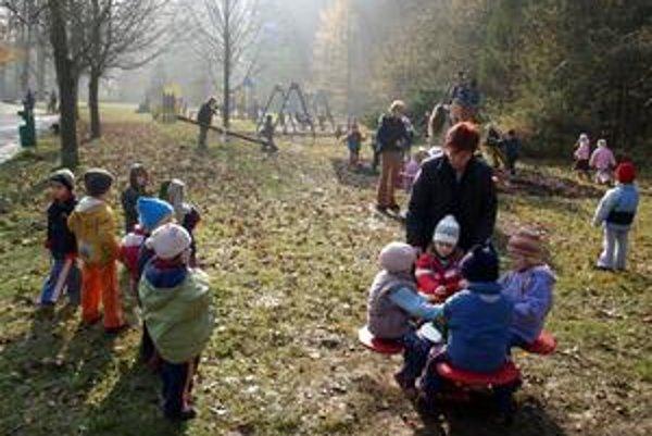 Stačil okamih nepozornosti, a dve sestry sa z areálu materskej školy vytratili. Košická polícia ich našla štyri kilometre od škôlky.