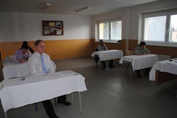 Maturanti. Včera už maturovali z ruského jazyka aj tí, ktorí v pondelok havarovali.