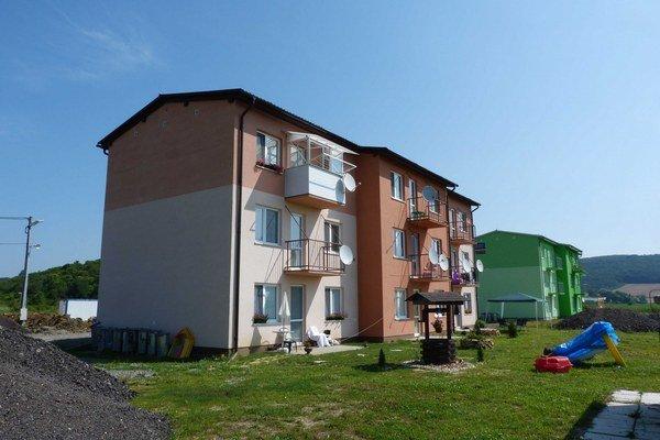 Nové bytovky. ďaka novým nájomným bytom v Malej Domaši pribudlo 13 rodín z okolia.