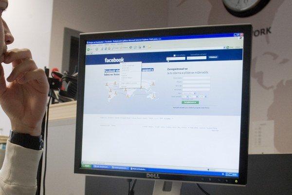 Polícia varuje pred ľahkovážnym správaním na internete.