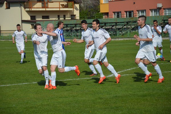 Futbalisti Vranova doma zdolali Stropkov rozdielom triedy. Obranca Vranova Peter Veselovský zaujal holou hlavou advoma gólmi.