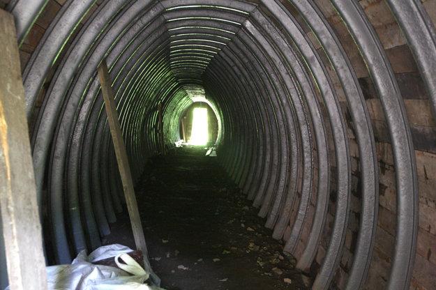 Tunel je vystužený banským spôsobom, bude bezpečný a vydrží.