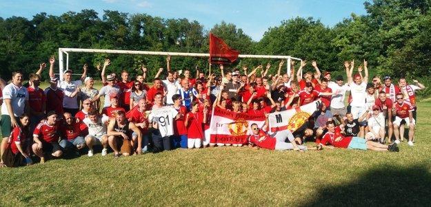 Na chrenovskom ihrisku sa stretlo osem mužstiev, zložených z fanúšikov Manchestru United.
