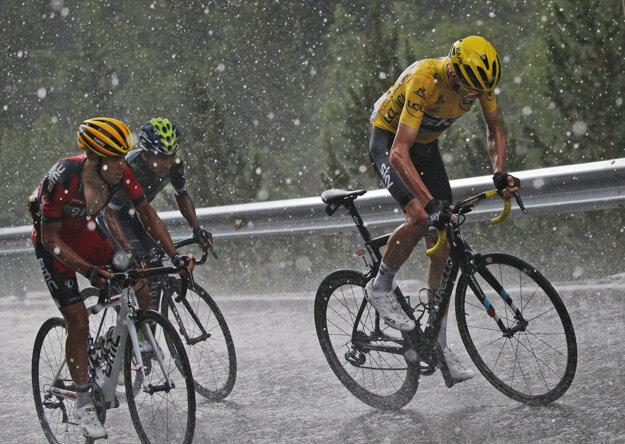 S dažďom bojovali aj najväčší favoriti.