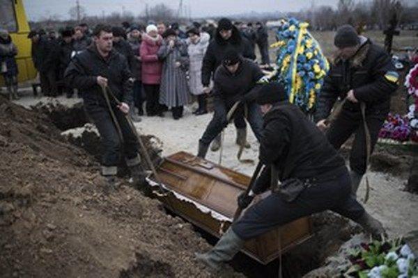 Pre ukrajinské aj ruské matky je dôležité vedieť, kde majú hroby.