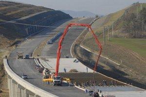 Osud stavbára diaľnic ešte musí odobriť súd.