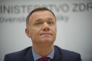 """""""Pre ministerstvo zdravotníctva tieto zmluvy neexistujú a za porušenie tohto zákona sú zodpovedné konkrétne osoby,"""" povedal minister zdravotníctva Viliam Čislák."""