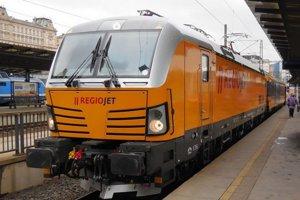 Na linku medzi Bratislavou a Košicami chce RegioJet nasadiť svoju najmodernejšiu lokomotívu Vectron od nemeckého Siemensu. Študentov však zadarmo nepovezie.